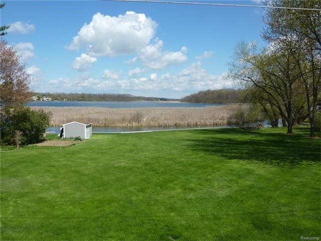 Houses for sale on Bennett Lake