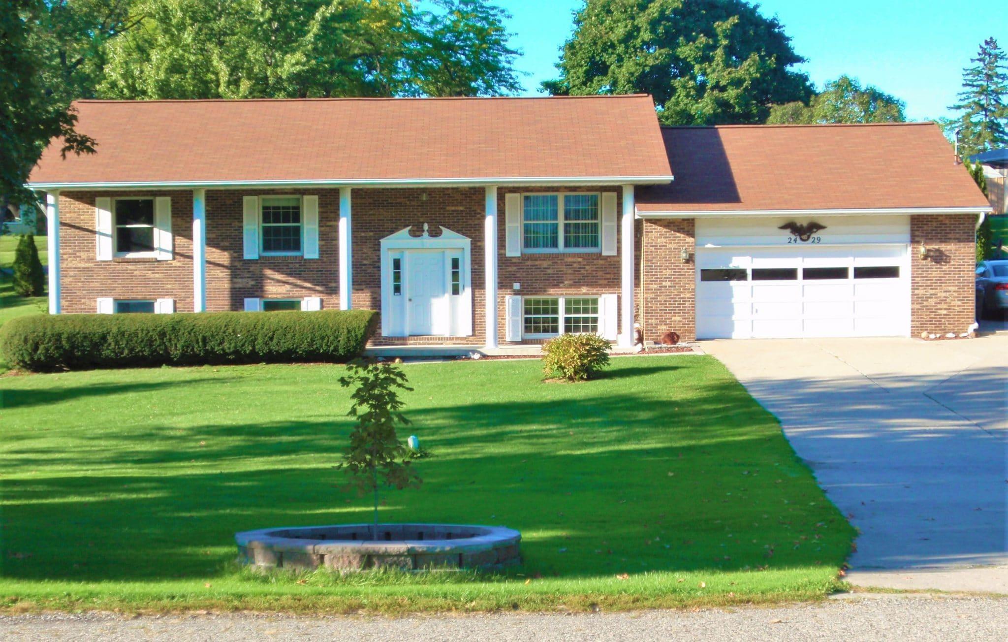 Sullivans Wholesale Home Decor Homes For Sale In Grand Blanc Mi 2429 Valley Lane Drive