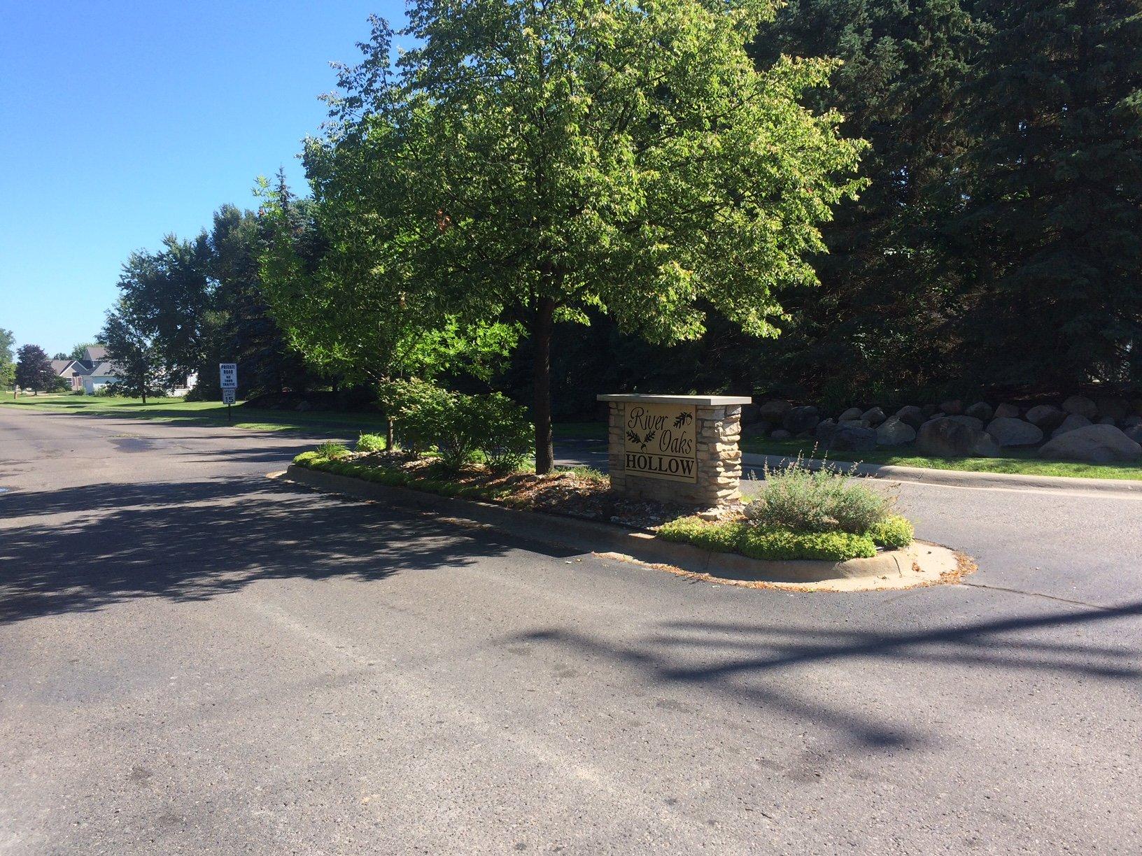 River Oaks Hollow