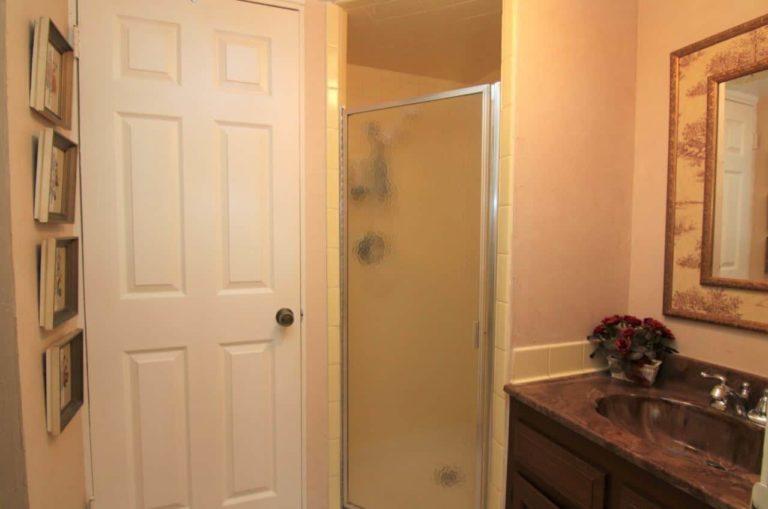 2451 Valleylane Dr Bathroom 1