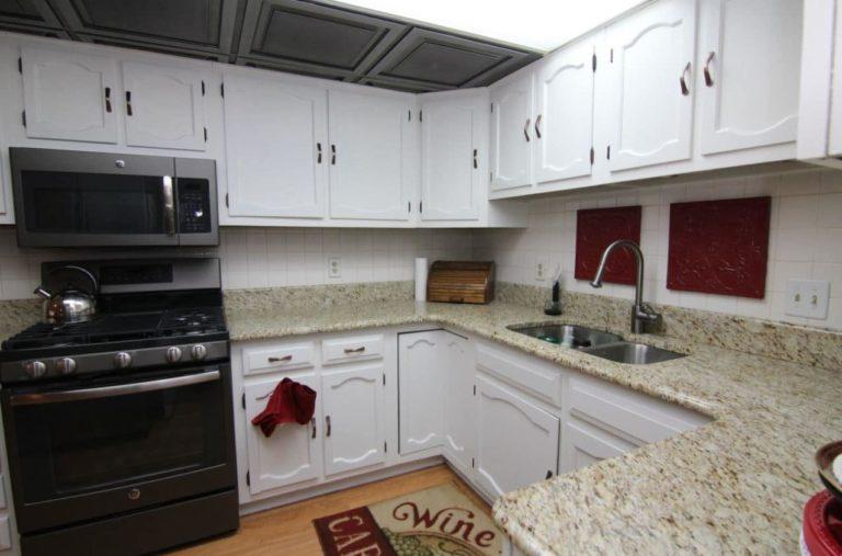 2451 Valleylane Dr Kitchen
