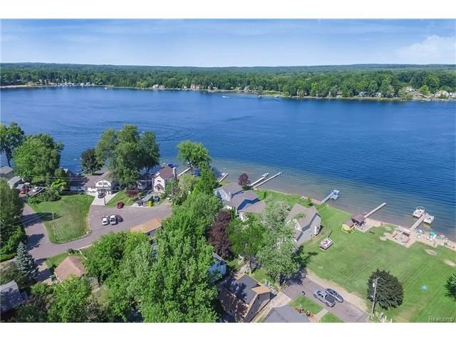 Houses for sale on Lake Chemung, Fenton MI