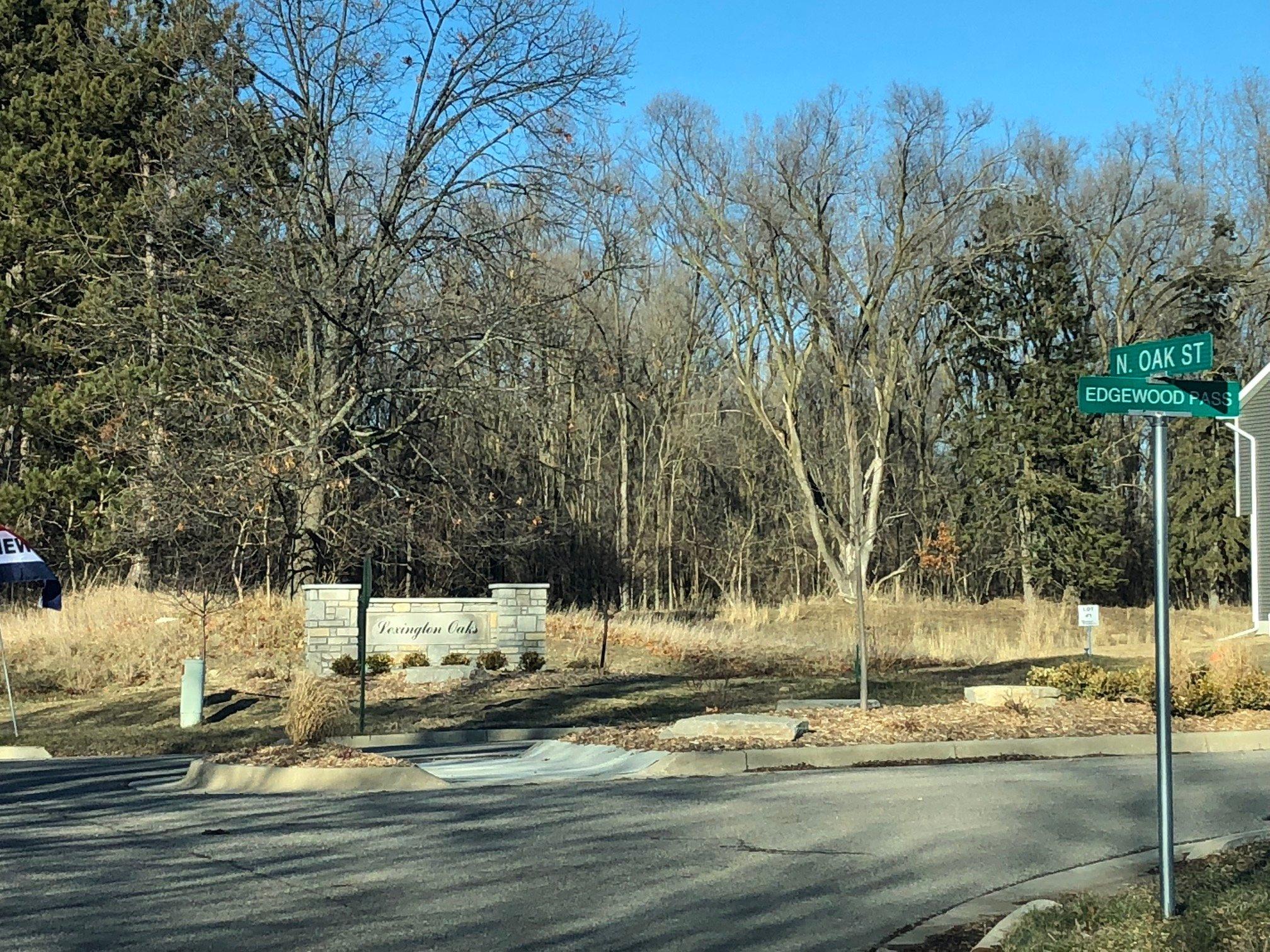 Lexington Oaks Entrance